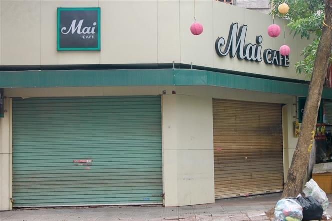 Nhiều quán cà phê đồng loạt đóng cửa, thực hiện tốt yêu cầu của thành phố Hà Nội nhằm hạn chế tụ tập đông người, tăng cường phòng chống dịch COVID-19 lây lan và bùng phát nhanh trong cộng đồng. Ảnh: Minh Nghĩa- TTXVN