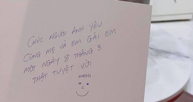 Nữ ca sĩ Thảo Trang 'xấu lạ' cũng hạnh phúc chia sẻ ngày 8/3 của mình với lời chúc từ một nửa yêu thương.