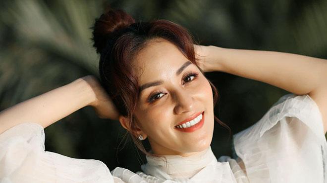 Khánh Thi đẹp 'không tuổi' đón sinh nhật thứ 39