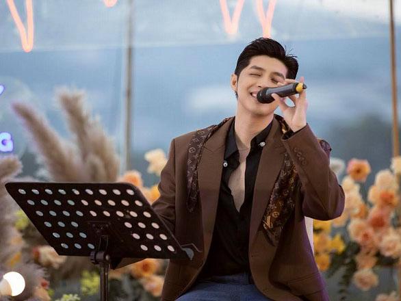 Noo Phước Thịnh hát đến tối mịt mà khán giả vẫn chưa cho về