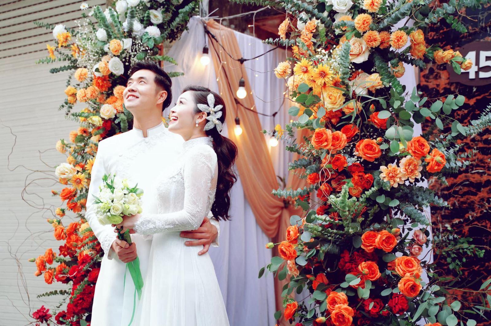 Chuyện tình MC VTV, người có nụ cười đẹp nhất VTV kết hôn, MC Nguyễn Thùy Linh, MC Thùy Linh VTV, MC Thùy Linh có nụ cười đẹp nhất VTV, MC Thùy Linh và chồng kém tuổi
