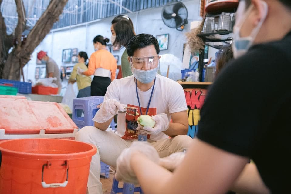 Nghệ sĩ đi tình nguyện mùa dịch, Nghệ sĩ tình nguyện, Nghệ sĩ làm tình nguyện viên, Nghệ sĩ mùa dịch, Nghệ sĩ làm tình nguyện mùa dịch, tình nguyện viên mùa dịch covid-19