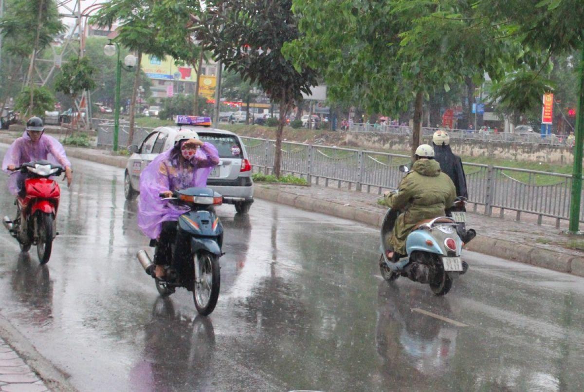Mưa dông, Chiều tối và đêm 4/8 mưa dông, Mưa dông trên cả nước, dự báo thời tiết, dự báo thời tiết mưa dông, thời tiết dự báo mưa dông trên cả nước, mưa dông từ chiều tối
