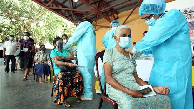 WHO kêu gọi các nước tạm ngừng tiêm liều vaccine Covid-19 thứ 3