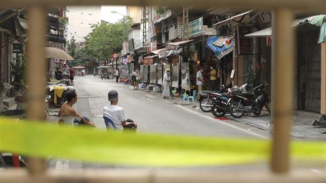 Chùm ảnh: Phố cổ Hà Nội thời 'giăng dây' chống dịch Covid-19