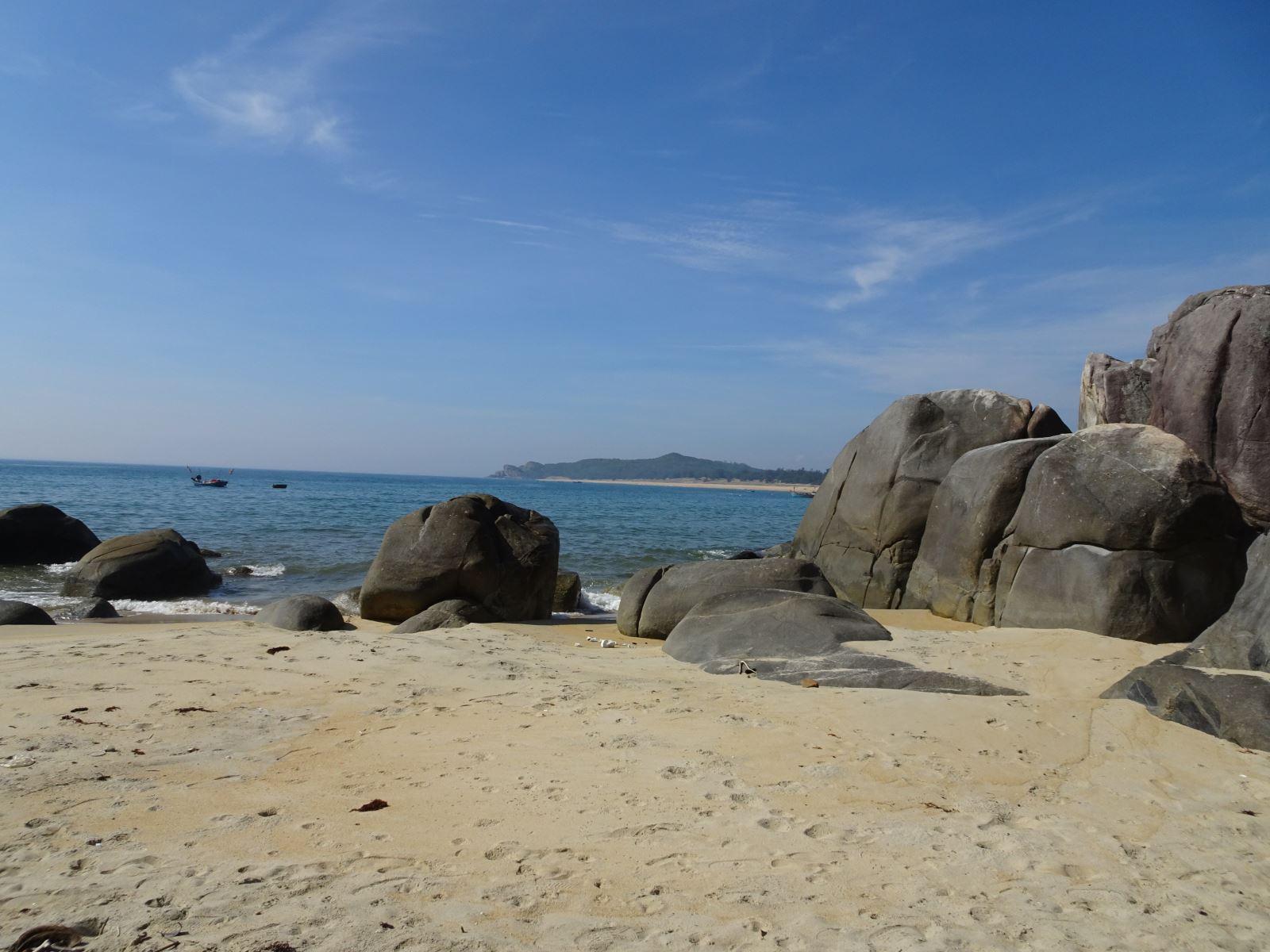 Vẻ đẹp của đá granite ở Sa Huỳnh - Quảng Ngãi