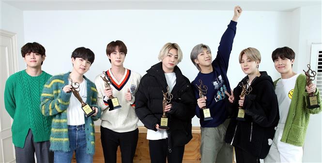 Nhóm nhạc BTS tại một lễ nhận giải ở Seoul, Hàn Quốc, ngày 31/1/2021. Ảnh: YONHAP/TTXVN