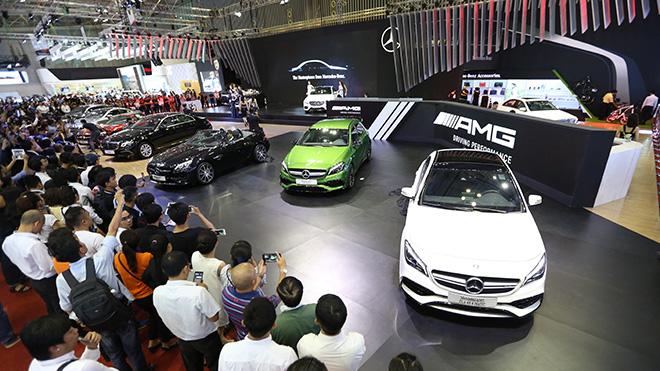 Gian hàng của Mercedes-Benz luôn nhận được nhiều sự quan tâm của khách tham quan.