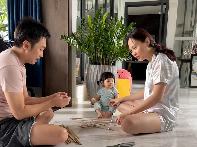 Đàm Thu Trang, Đàm Thu Trang chụp ảnh đôi với Cường Đôla, Cường Đôla, Đàm Thu Trang chụp ảnh đôi với chồng, vợ chồng Cường Đôla bị chê già, Cường Đôla - Đàm Thu Trang