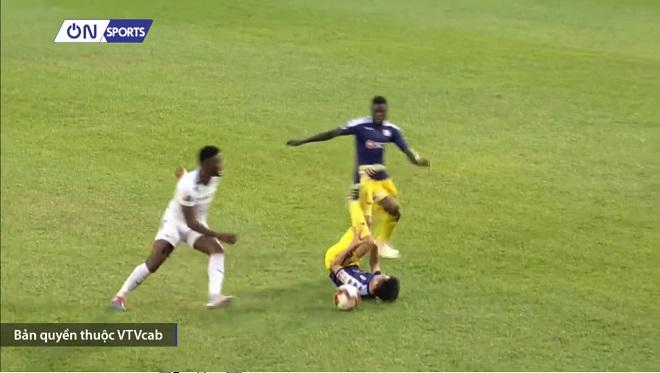 VIDEO: Trần Đình Trọng dính chấn thương có thể lỡ hẹn với King's Cup