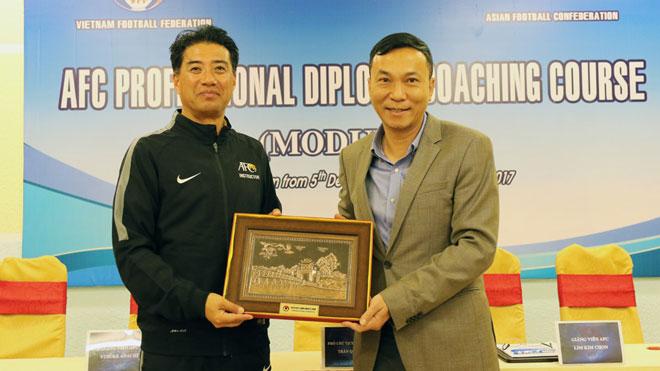 VIDEO: GĐKT VFF Yusuke Adachi đã có mặt tại Việt Nam