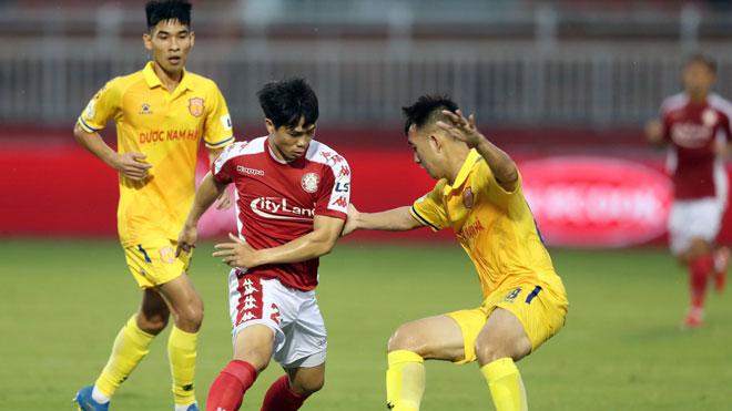 Công Phượng giành cú đúp giải thưởng tháng tại V-League