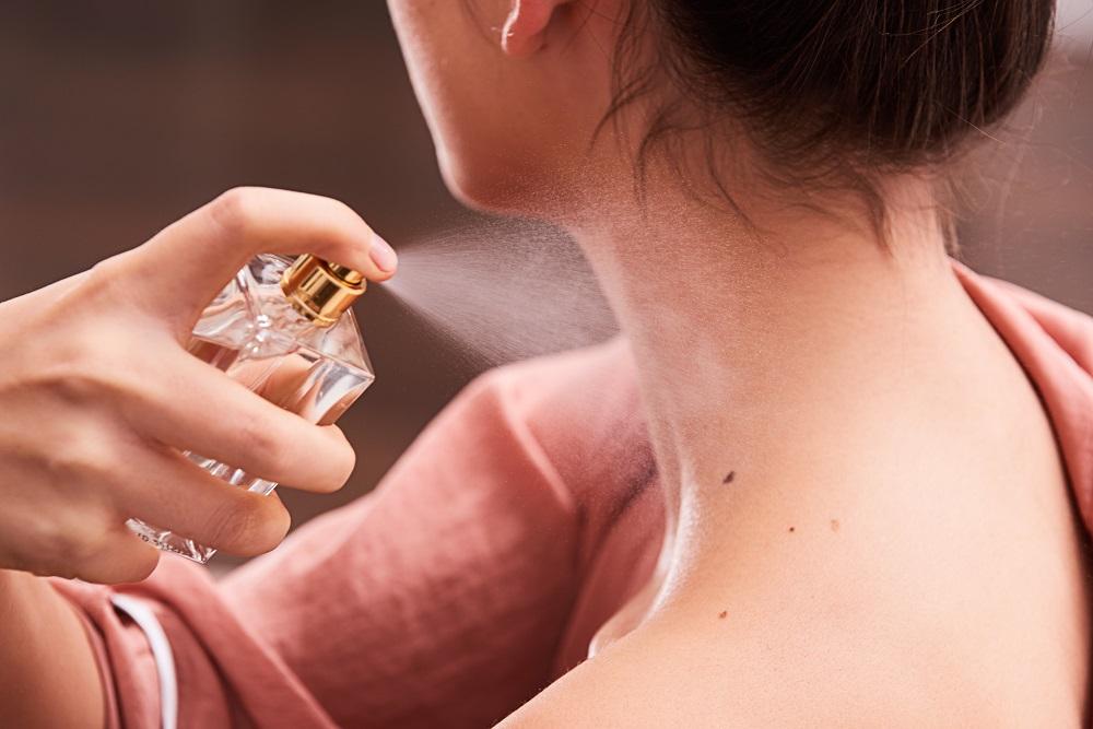Bí kíp đơn giản bất ngờ giúp nước hoa lưu hương cả ngày dài
