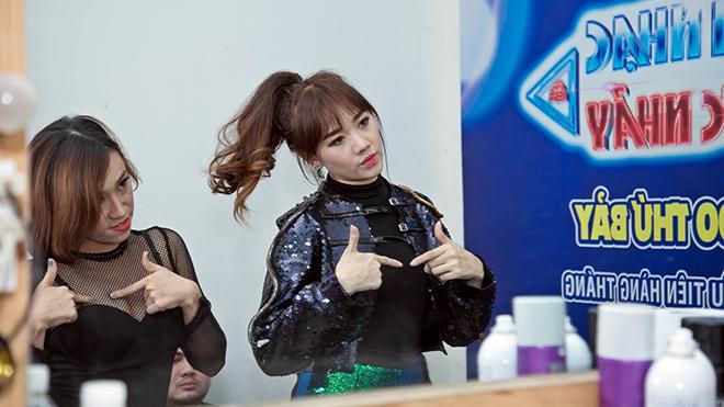 Hari Won và Phương Trinh Jolie 'đối đầu' bằng vũ đạo sôi động