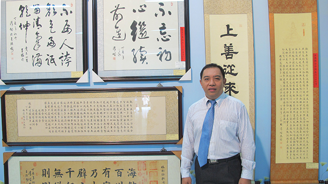 Lâm Hán Thành cùng môn đệ thu hút người xem bằng thư pháp