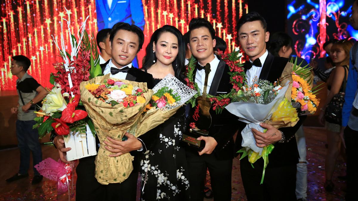 'Nghệ sĩ kẹo kéo' Mạnh Nguyên giành quán quân 'Solo cùng bolero 2017'