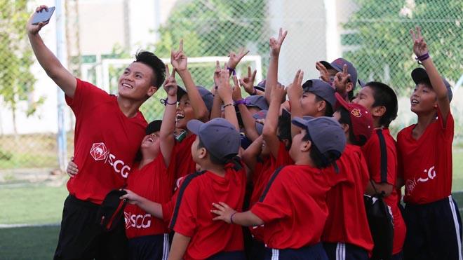 'Sao' trẻ Việt Nam truyền lửa bóng đá cho trẻ em