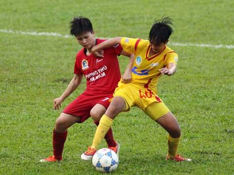 Phong Phú Hà Nam (đỏ) của Tuyết Dung tạm thời lấy ngôi đầu bảng sau lượt trận sớm vòng 7 chiều 31/5. Ảnh: Quang Phương
