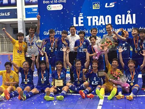 Đội nữ Quận 8 vô địch giải futsal LS mở rộng lần thứ 7. Ảnh: Bình Minh