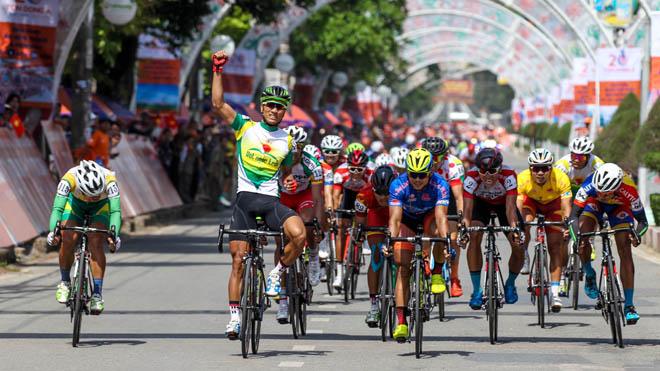 Tuyển thủ quốc gia lần thứ 3 thắng chặng giải xe đạp HTV 2018