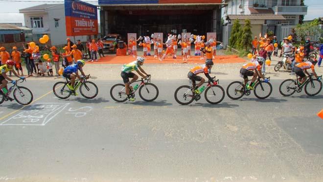 Sau tai nạn, An Giang thắng lớn ở giải xe đạp HTV 2018