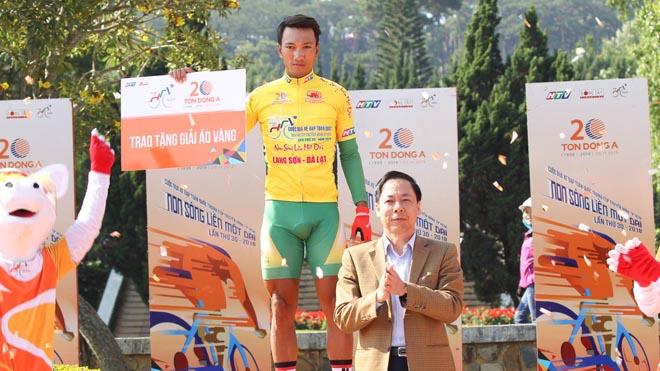 Nguyễn Thành Tâm lập kỷ lục thắng 6 chặng giải xe đạp HTV
