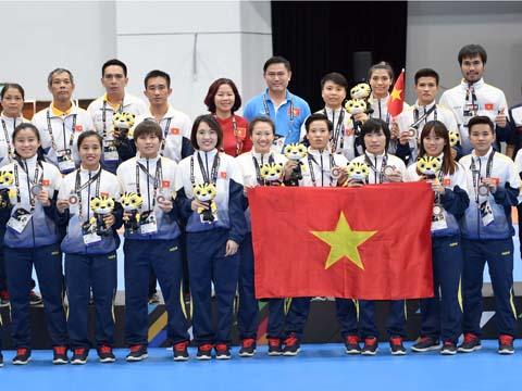 Đội tuyển nữ futsal Việt Nam nhận HCB SEA Games 29. Ảnh: QT