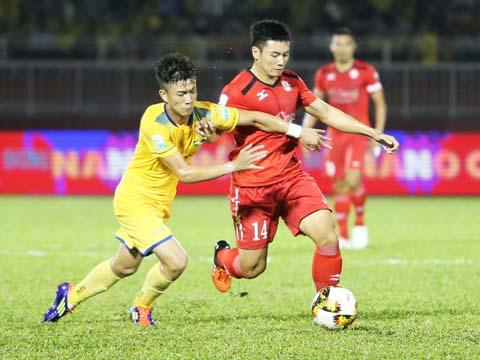 Văn Thuận (đỏ) sẽ giúp TP.HCM đi tiếp khi đối thủ chỉ là đội hạng Nhất Đồng Tháp. Ảnh: LG