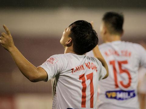 Minh Vương ăn mừng bàn mở tỷ số vào lưới Sài Gòn năm ngoái. Ảnh: HT