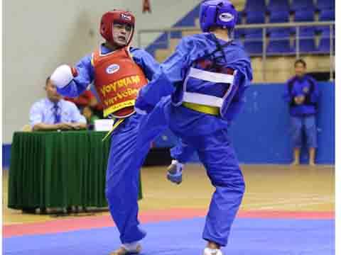 Võ sĩ Trương Văn Tuấn đánh bại nhà VĐTG Phạm Trường Sa làm nên bất ngờ hạng 68 kg. Ảnh: Lê Giang