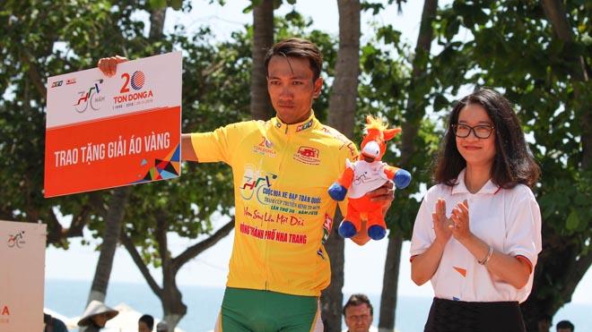 Nguyễn Thành Tâm áp sát Áo vàng chung cuộc giải xe đạp HTV