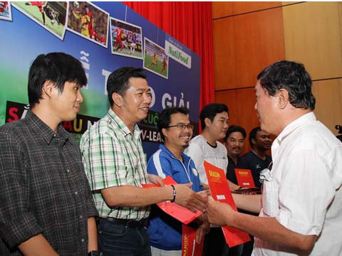Nhà báo Quang Nhựt của TTXVN nhận giải thưởng