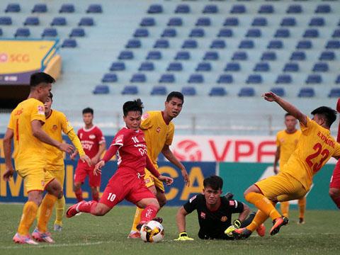 Cầu thủ nhỏ con Quang Hải lập cú đúp giúp Viettel đánh bại Công an nhân dân vòng 11. Ảnh: VPF