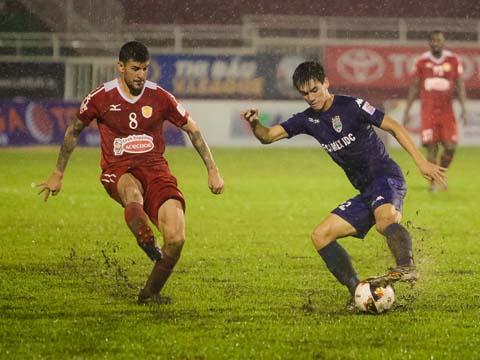 Năm ngoái, B.Bình Dương của Tiến Linh đã hòa 1-1 với TP.HCM ở Thống Nhất. Ảnh: Hoàng Triều