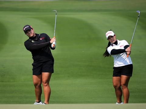 Cặp đôi ngọc nữ làng golf Thái Lan danh tiếng thế giới Ariya Jutanugarn (May) và Moriya Jutanugarn (Mo). Ảnh: TM