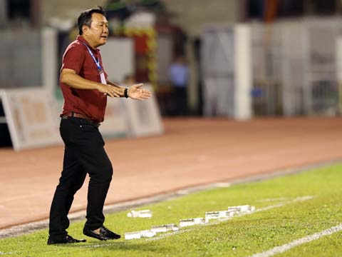 7 trận 8 điểm, ĐKVĐ Quảng Nam của HLV Hoàng Văn Phúc đang rất khó khăn. Ảnh: Quang Liêm
