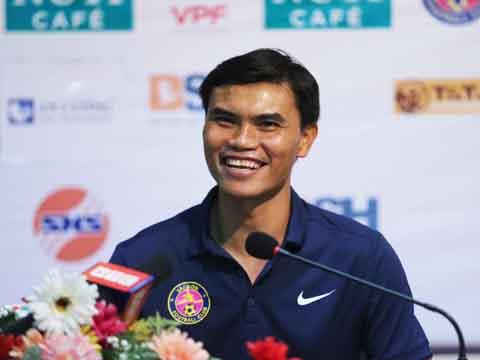 HLV Tài Em sẽ không còn xuất hiện nụ cười này trong phòng họp báo cùng CLB Sài Gòn. Ảnh: Lê Giang