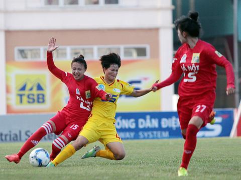 Hà Nội (đỏ) vươn lên dẫn đầu bảng sau 2 lượt trận