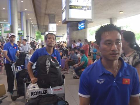 Đội tuyển futsal nữ Việt Nam về nước lặng lẽ
