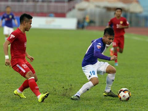 Dù có lợi thế sân nhà nhưng đội bóng thủ đô của Quang Hải vẫn được đánh giá cao hơn hẳn TP.HCM. Ảnh: Quang Liêm