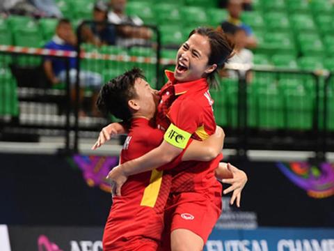 Niềm vui của đội trưởng Nguyễn Thị Thành cùng đồng đội. Ảnh: AFC