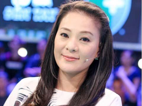 Bà chủ mê bóng đá Huỳnh Trang Nhi