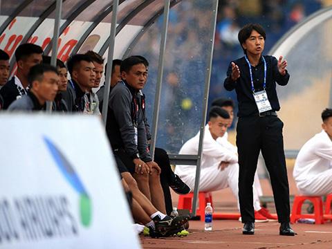 HLV Miura đã khiến nhiều CĐV thất vọng ở mùa giải qua. Ảnh: VPF