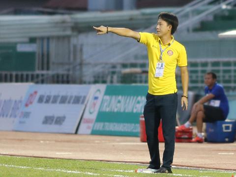 Dù thua trận nhưng HLV Thành Công vẫn giành lời khen cho các học trò. Ảnh: VPF