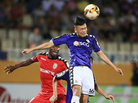 Hai đội đã hòa nhau 3-3 ở bán kết lượt đi trên sân Hàng Đẫy. Ảnh: VPF