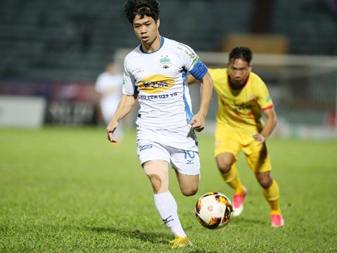 Công Phượng kết thúc mùa giải với 12 bàn thắng, con số ấn tượng nhất từ ngày cầu thủ này lên chơi V-League. Ảnh: VPF