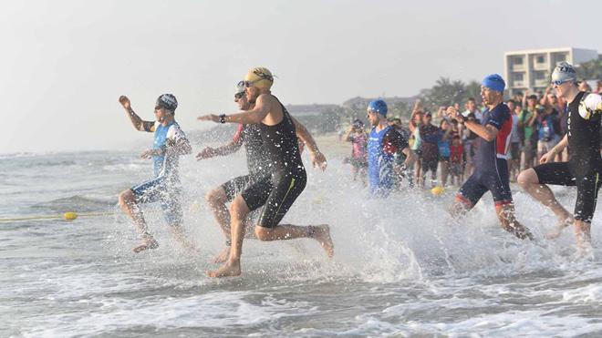Nhà vô địch cuộc thi tra tấn thể lực khủng nhất thế giới tại Việt Nam nhận 2 tỷ đồng