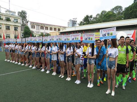 Các đội bóng dự lễ khai mạc giải đấu tranh Cúp Thái Sơn Nam 2018. Ảnh: Anh Tứng