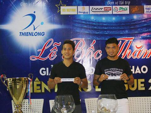 Hai cựu tuyển thủ Long Giang và Quốc Anh bốc thăm thi đấu