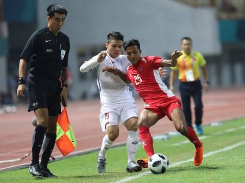 Thành công cùng U23 Việt Nam và CLB Hà Nội giúp Quang Hải là gương mặt sáng giá nhất cho giải thưởng Quả bóng vàng 2018. Ảnh: Hoàng Linh